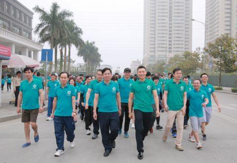 Người Nam Cường đã hoàn thành tuyến đường đi bộ dài hơn 2km quanh Khu đô thị Dương Nội nhằm kêu gọi nâng cao ý thức bảo vệ môi trường