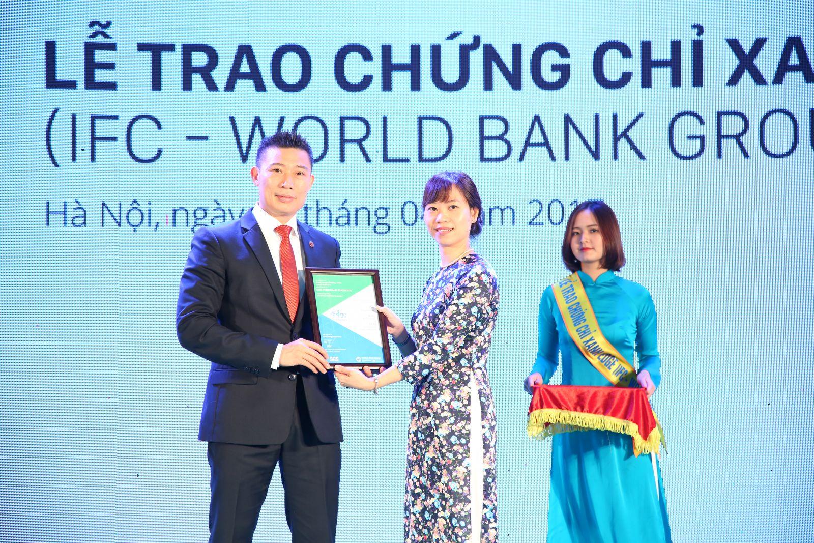 Lễ trao chứng chỉ xanh khu đô thị Dương Nội cho tập đoàn Nam Cường