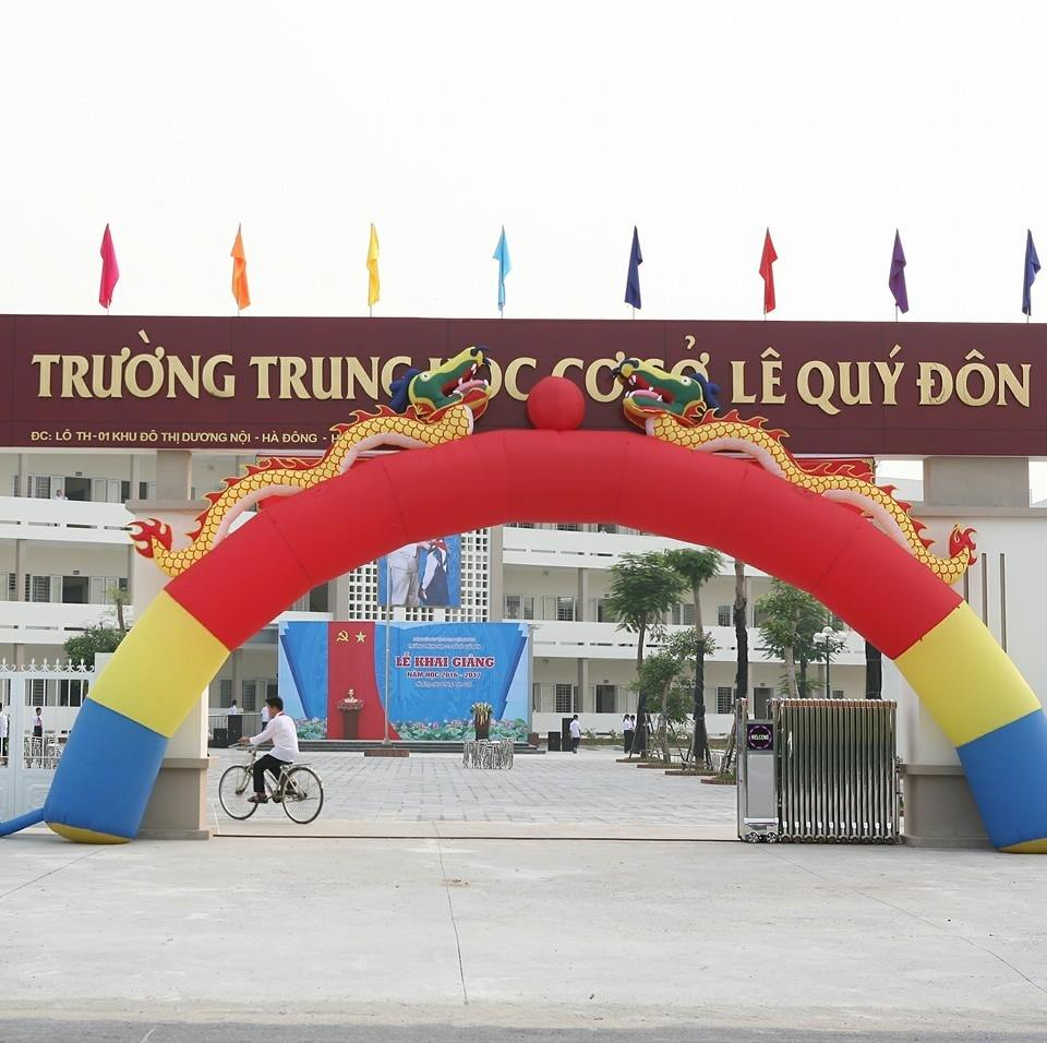 Cổng trường THCS Lê Quý Đôn